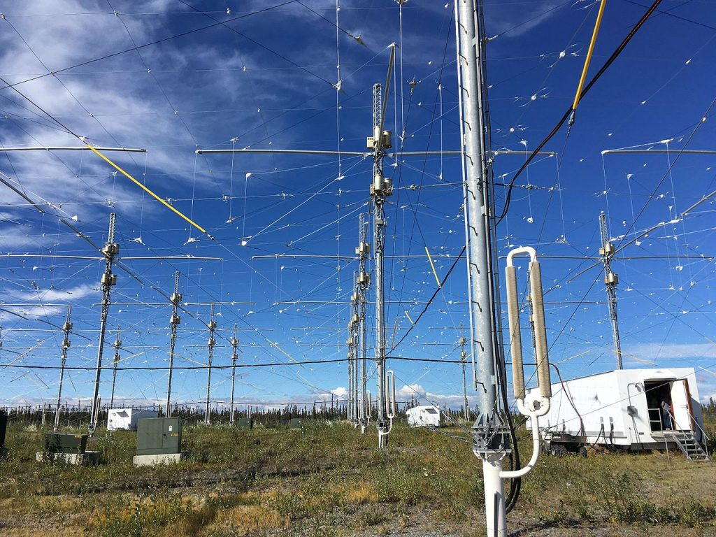 1280px-HAARP_Antenna_Array_Transmitter_Buildings1-1024x768.jpg